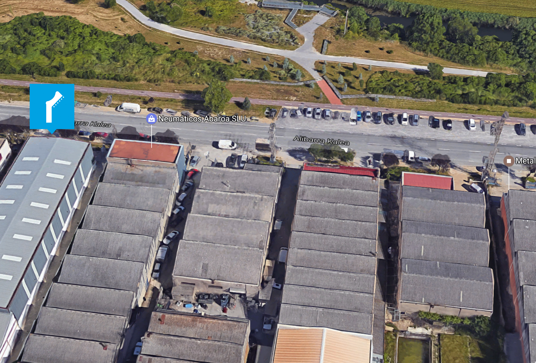 Servicio de aparcamiento para coches exterior de los locales de ensayo